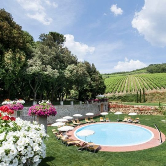 http://www.hotelvillacampomaggio.it/wp-content/uploads/2016/02/1pool-540x540.jpg