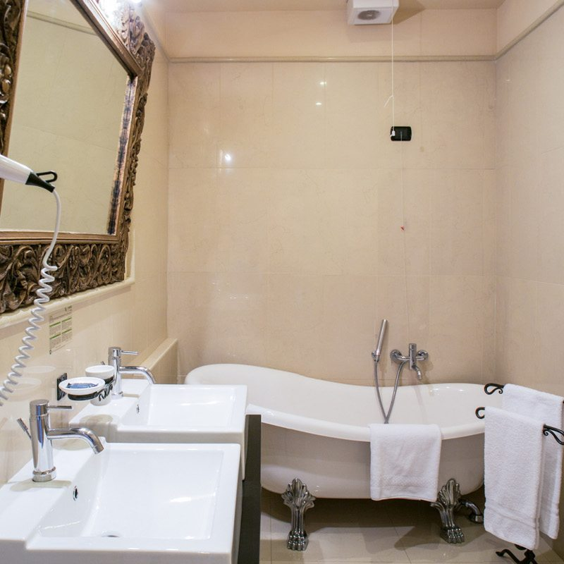 http://www.hotelvillacampomaggio.it/wp-content/uploads/2016/02/bagno.jpg