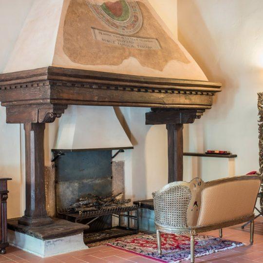 http://www.hotelvillacampomaggio.it/wp-content/uploads/2016/03/CAMINO-540x540.jpg