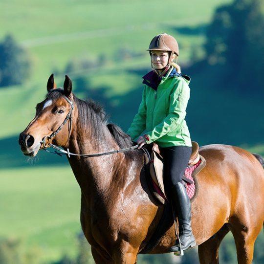 http://www.hotelvillacampomaggio.it/wp-content/uploads/2016/03/Horse-Riding-tuscany-540x540.jpg