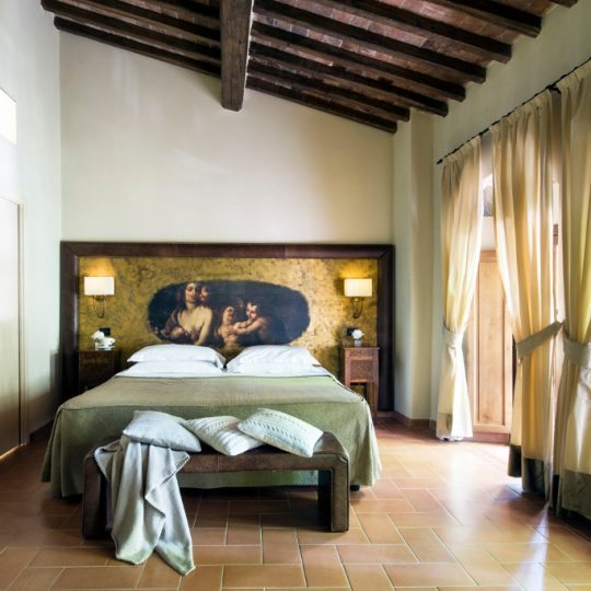 http://www.hotelvillacampomaggio.it/wp-content/uploads/2016/03/ROOM22-540x540.jpg