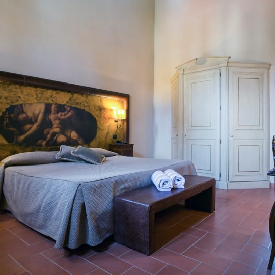 http://www.hotelvillacampomaggio.it/wp-content/uploads/2016/03/ROOM251-540x540.jpg