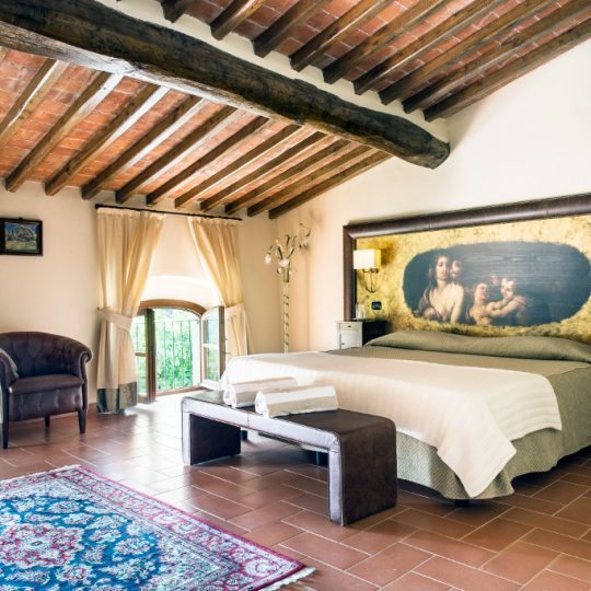 http://www.hotelvillacampomaggio.it/wp-content/uploads/2016/03/ROOM26-540x540.jpg