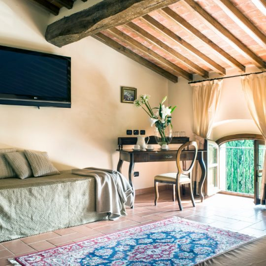 http://www.hotelvillacampomaggio.it/wp-content/uploads/2016/03/ROOM261-540x540.jpg