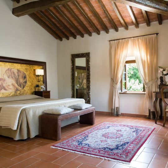 http://www.hotelvillacampomaggio.it/wp-content/uploads/2016/03/ROOM28-540x540.jpg