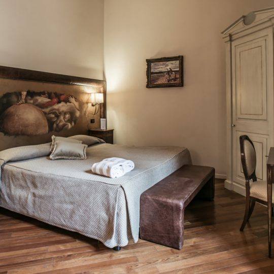 http://www.hotelvillacampomaggio.it/wp-content/uploads/2016/03/ROOM34-540x540.jpg
