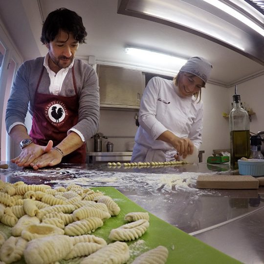 http://www.hotelvillacampomaggio.it/wp-content/uploads/2016/03/chianti-cooking-school-540x540.jpg