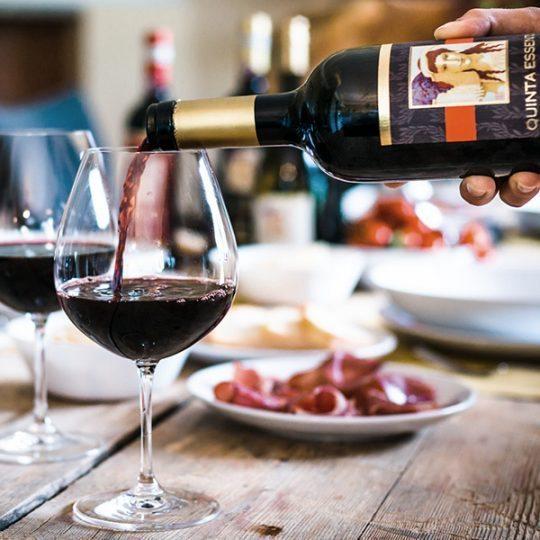 http://www.hotelvillacampomaggio.it/wp-content/uploads/2016/03/montemaggio-winery-radda-540x540.jpg