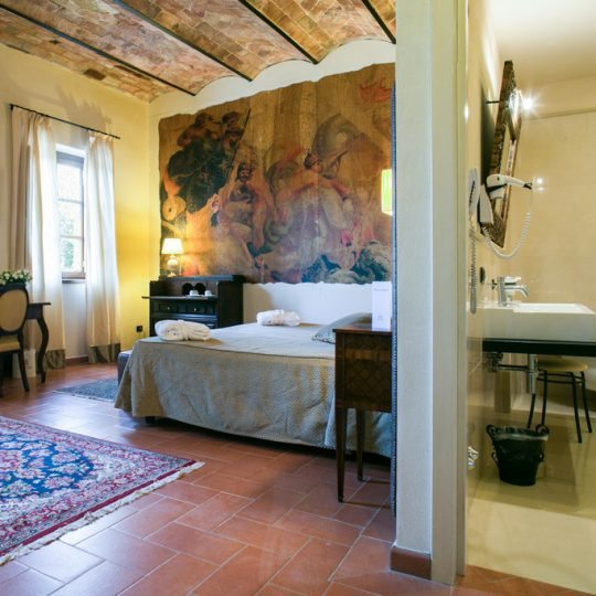 http://www.hotelvillacampomaggio.it/wp-content/uploads/2016/03/room14-540x540.jpg