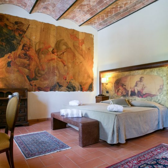 http://www.hotelvillacampomaggio.it/wp-content/uploads/2016/03/room141-540x540.jpg