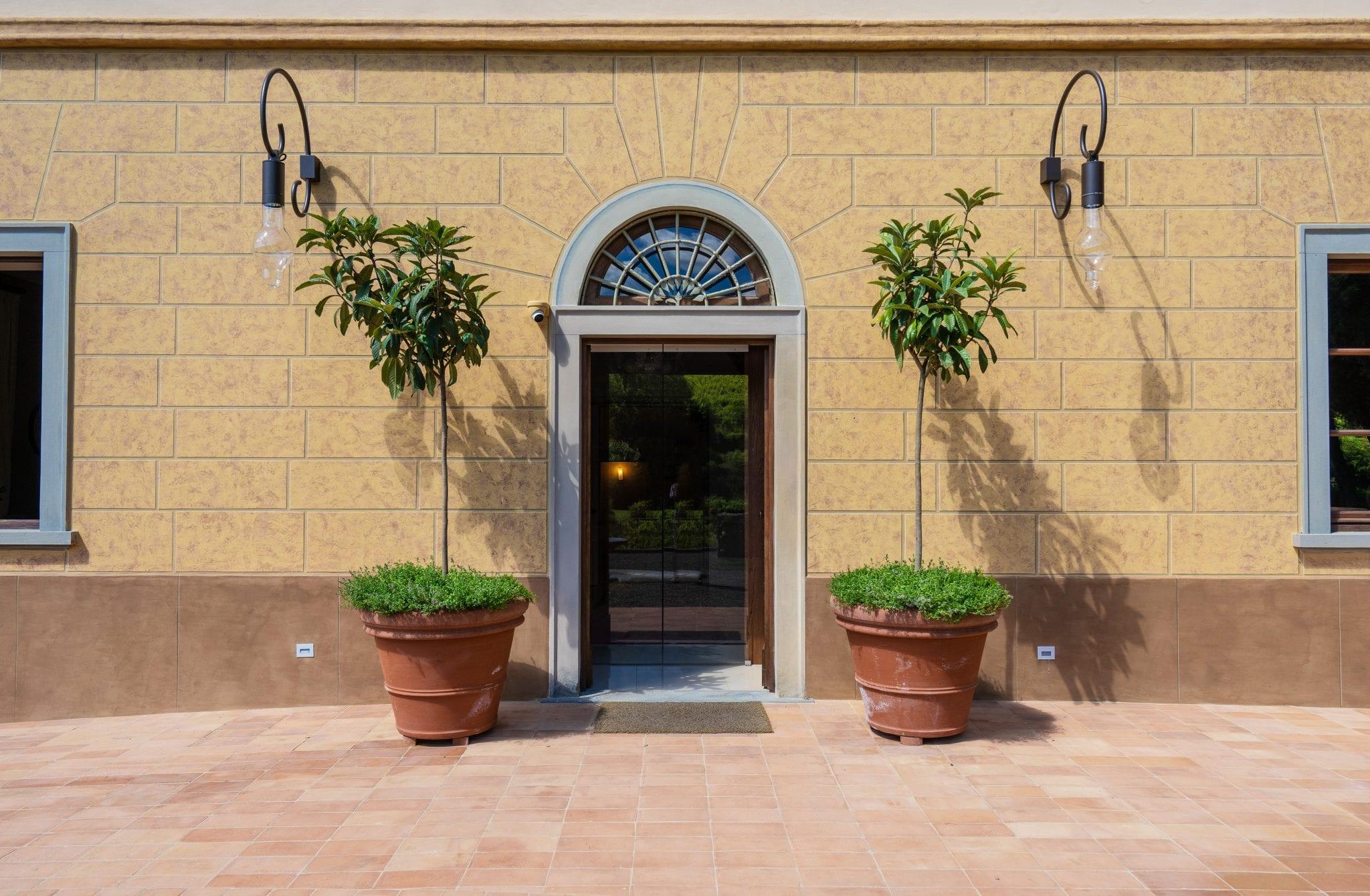 http://www.hotelvillacampomaggio.it/wp-content/uploads/2021/07/facciata-ingresso.jpg